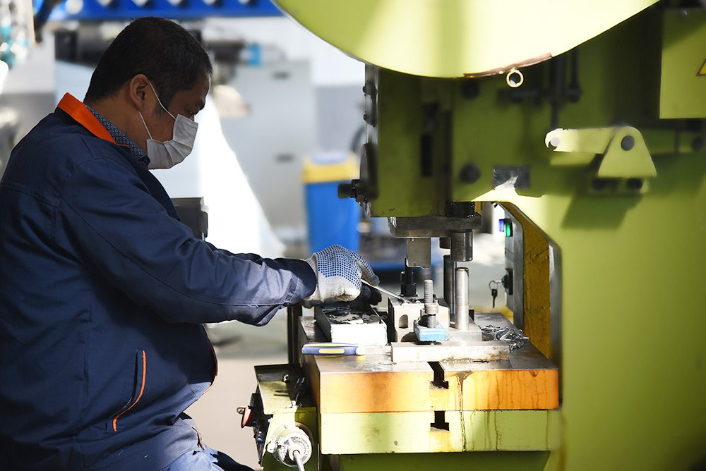 Steel Mailbox Manufacturing