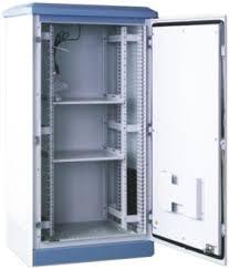 Floor-standing external telecom cabinet