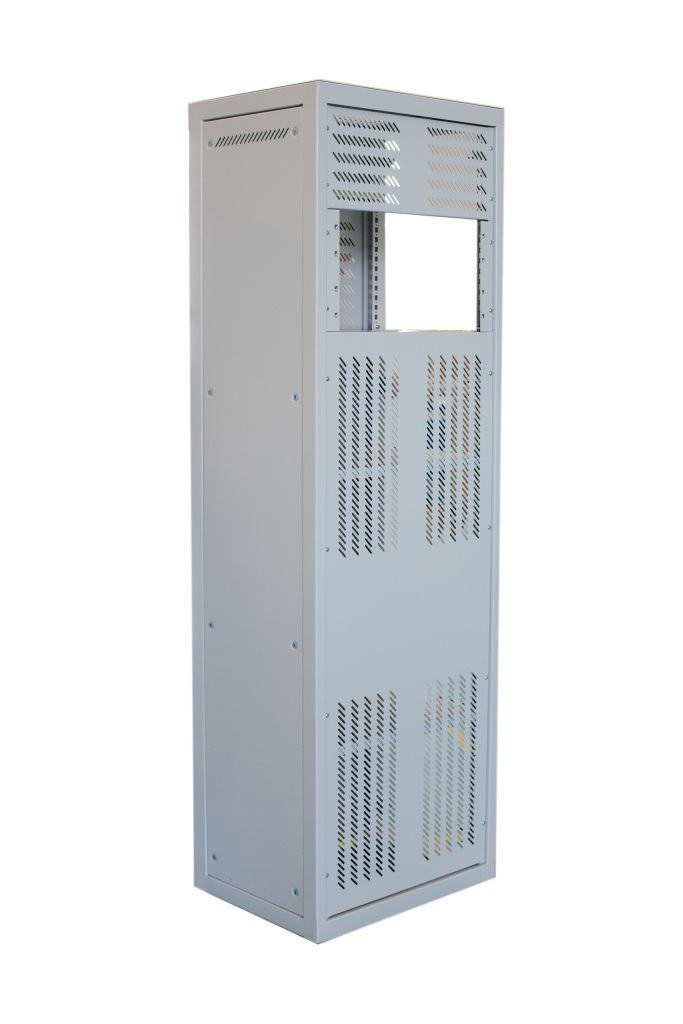 Free-standing telecom cabinet